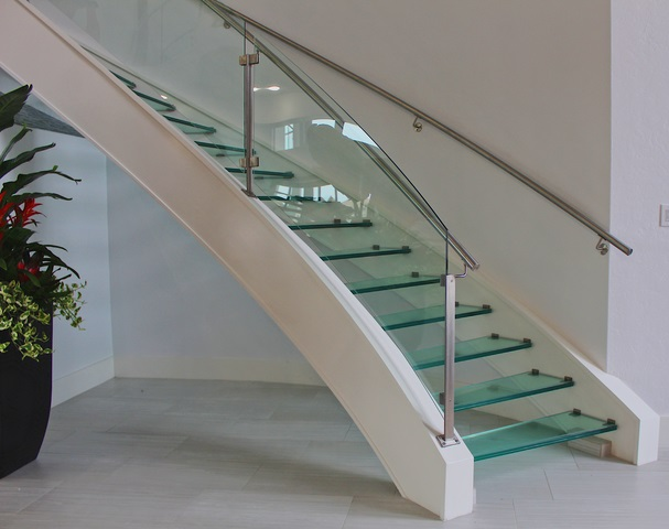 شیشه کف پله خم